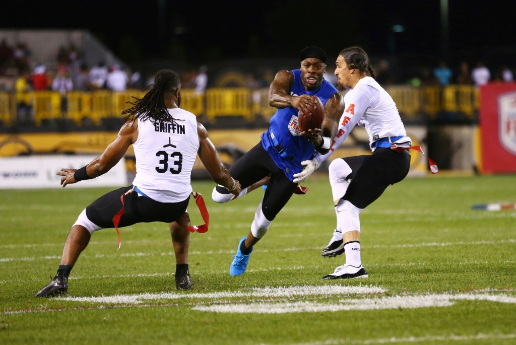 IMAGE DISTRIBUTED FOR THE AMERICAN FLAG FOOTBALL LEAGUE - Ocho's Dennis Dixon, center, runs with the ball during a semifinal game against the Roadrunners at the American Flag Football League (AFFL) U.S. Open of Football tournament, Saturday, July 7, 2018 in Kennesaw, Ga. (Kevin D. Liles/AP Images for American Flag Football League)